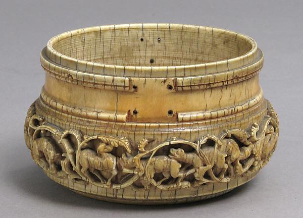 Pyx, Ivory, Italian