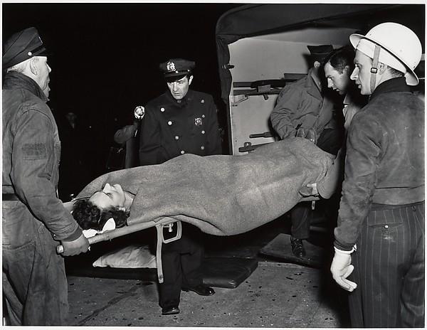 Ambulance, Weegee (American, born Ukraine (Austria), Złoczów (Zolochiv) 1899–1968 New York), Gelatin silver print