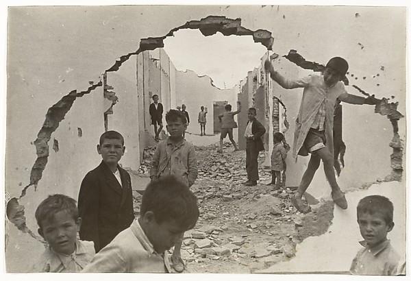 Seville, Henri Cartier-Bresson (French, Chanteloup-en-Brie 1908–2004 Montjustin), Gelatin silver print