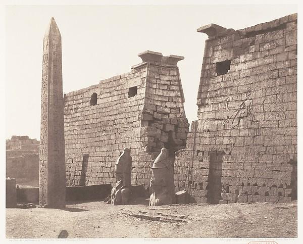 Louksor (Thèbes), Construction Antérieure - Pylône, Colosses et Obélisque, Félix Teynard (French, 1817–1892), Salted paper print from paper negative