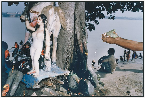 Sitalmata (the Smallpox Goddess), and Stone Lingams Being Worshipped, Calcutta, Raghubir Singh (Indian, 1942–1999), Chromogenic print