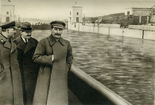 [Kliment Voroshilov, Vyacheslav Molotov, and Joseph Stalin on the Moscow-Volga Canal, Moscow] in Stalin (Moscow, 1940), Unknown (Russian), Photogravure